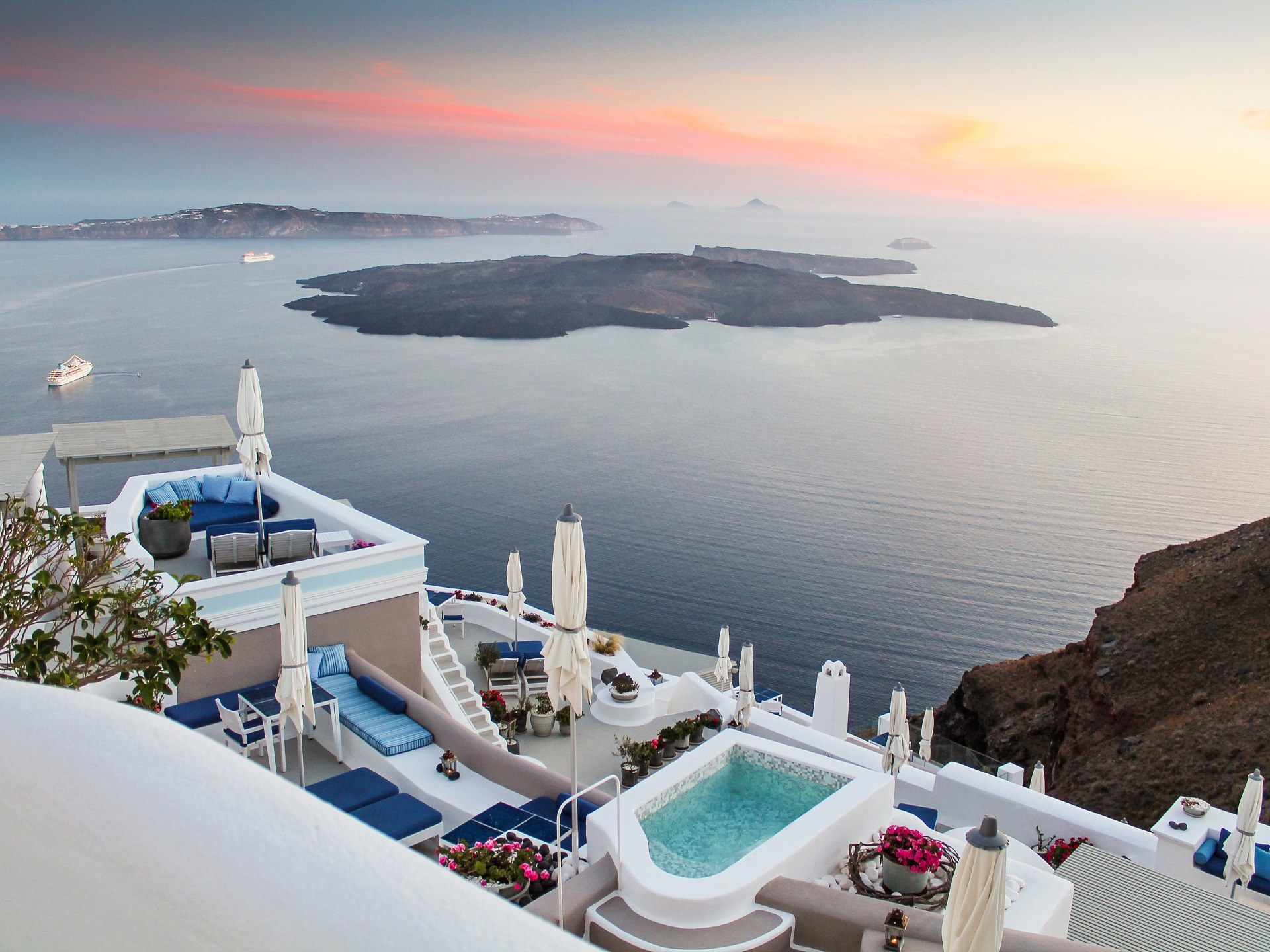 Santorini images photo gallery of iconic santorini imerovigli for Hotels santorin