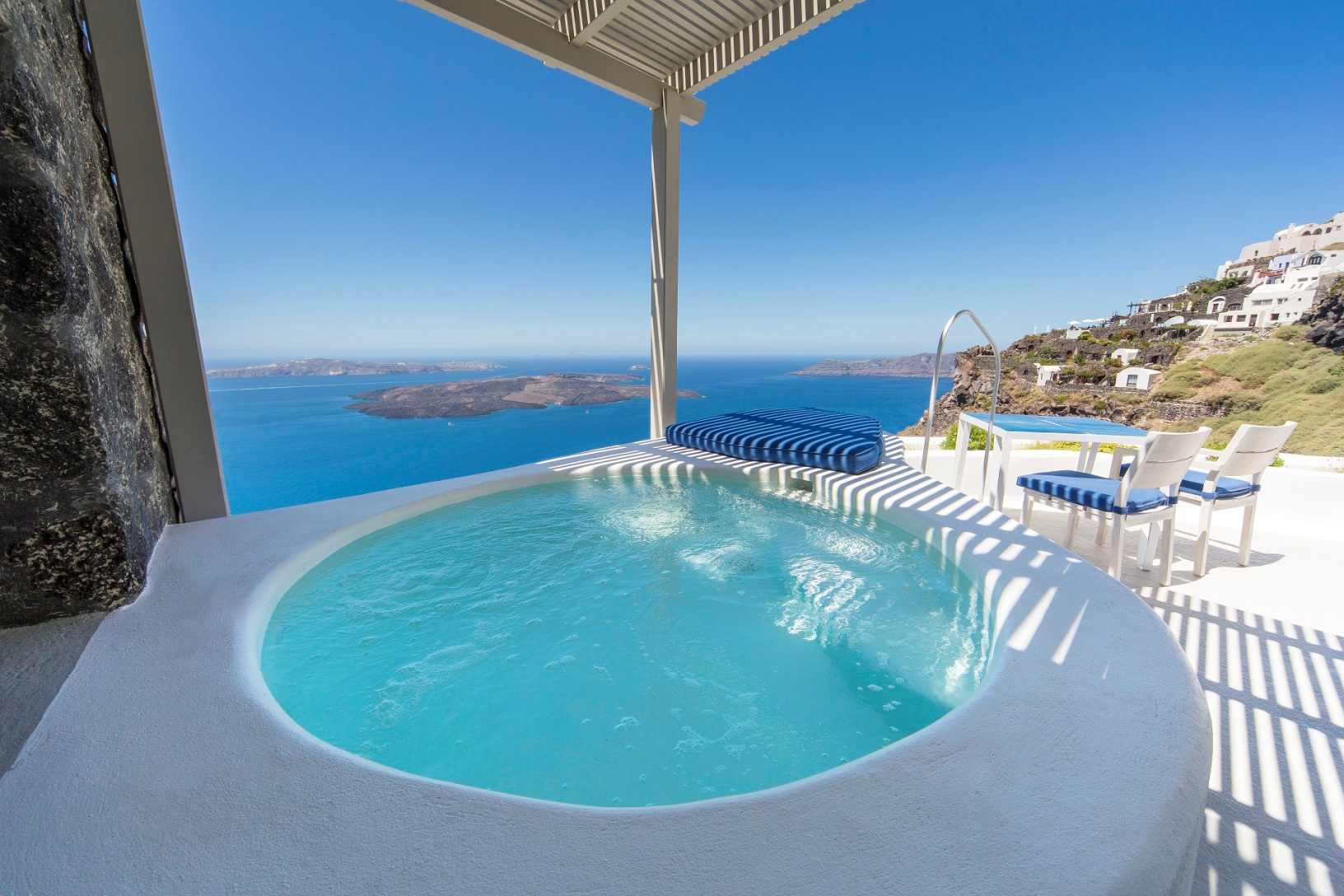 Santorini luxury accommodation iconic santorini hotel for Hotels santorin